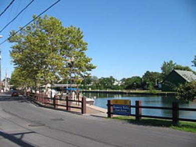 Seneca Falls Canal Harbor เซเนก้า ฟอลส์